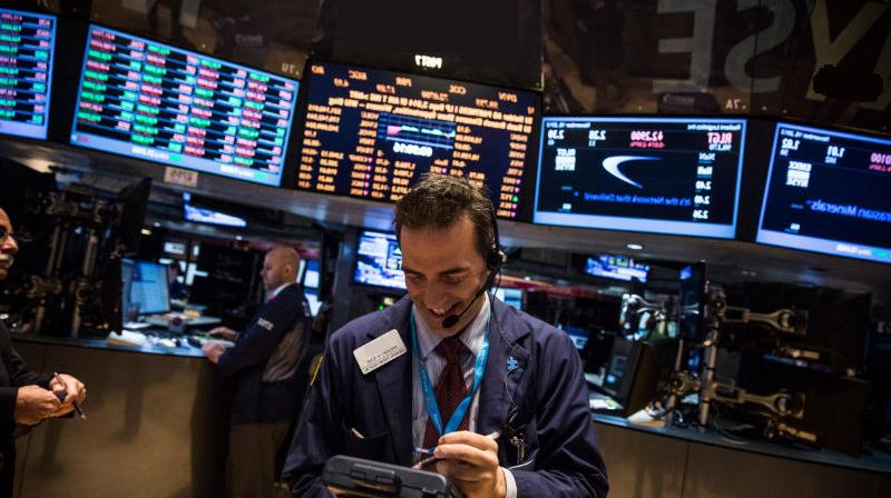 От чего зависит цена акции