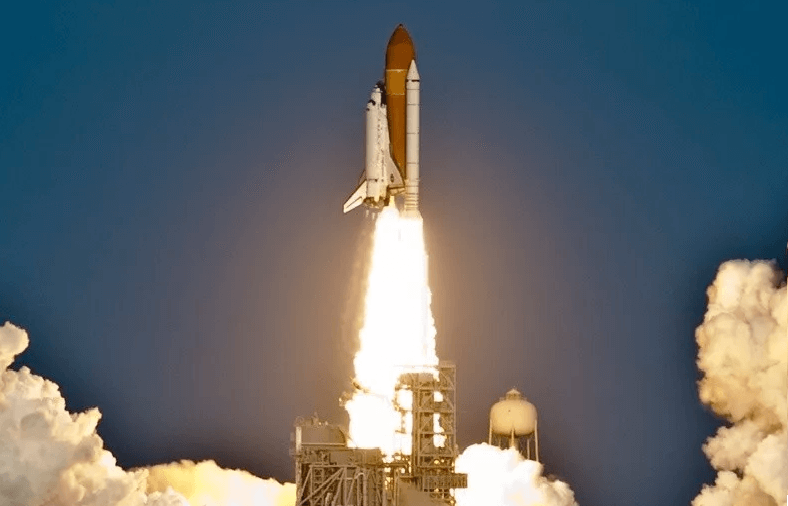 Взлет шаттла на ракете-носителе